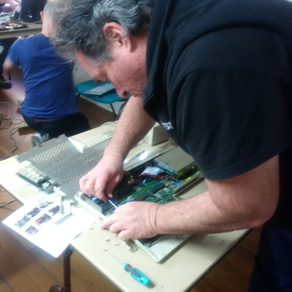 Leslie removes the 68000 CPU from Rod's A500